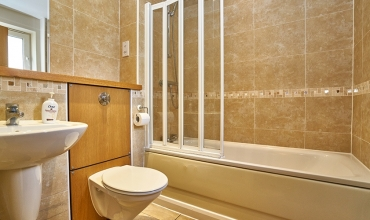bathroom-apartment-edinburgh-lp202-01