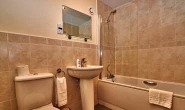 ceramic-tiled-bathroom-dg53-01