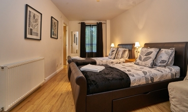 family-bedroom-edinburgh-apartment-lp202-02
