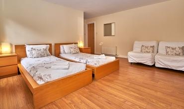 family-room-sleeps-four-dg81-01