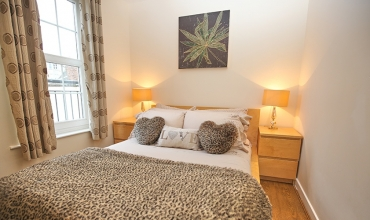 intimate-double-bedroom-dg42-01