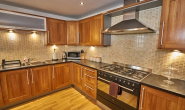 kitchen-self-catering-lp242-01
