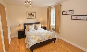 large-double-bedroom-dg6-01