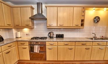 large-family-kitchen-dg82-01