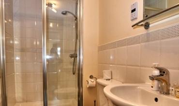 large-walk-in-shower-dg53-01