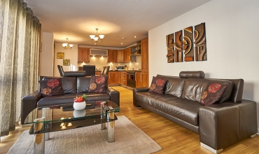 living-area-edinburgh-apartment-lp242-01