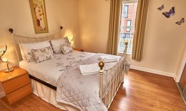 luxury-bedroom-metal-bedstead-dg81-01