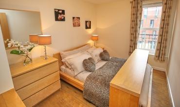 luxury-double-bedroom-dg42-01