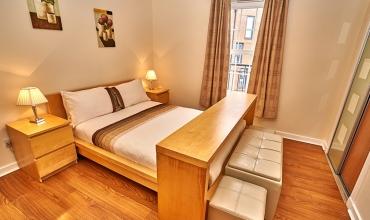 luxury-double-bedroom-dg82-01
