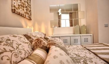 luxury-double-bedroom-dh68-01