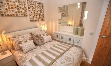 luxury-double-bedroom-dh68-02