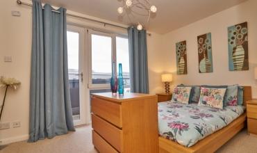 luxury-double-bedroom-self-catering-edinburgh-lp249-01
