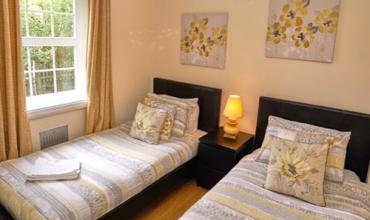 luxury-twin-bedroom-dg6-01