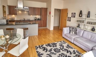modern-self-catering-apartment-edinburgh-lp249-01