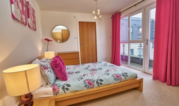 pink-double-bedroom-edinburgh-lp249-01