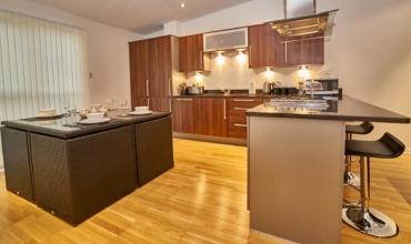 self-catering-apartment-kitchen-edinburgh-lp228-01