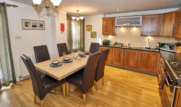 self-catering-kitchen-dining-lp242-02