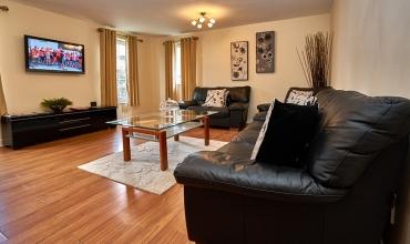 spacious-living-area-dg81-01