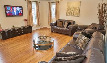 spacious-living-area-dg82-01