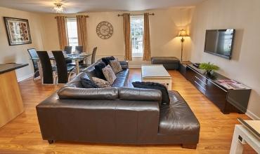 spacious-living-room-dg41-01