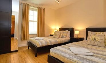 spacious-twin-bedroom-dg6-01