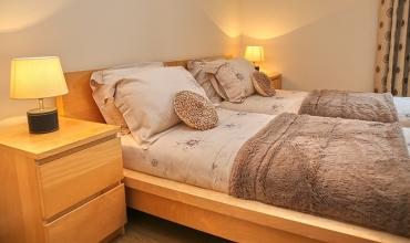 twin-or-double-bedroom-dg42-01