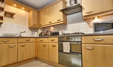well-equipped-kitchen-dg53-01