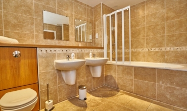luxury-bathroom-edinburgh-apartment-lp228-01