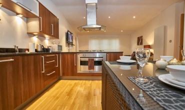 luxury-kitchen-edinburgh-self-catering-lp228-01