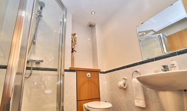 shower-room-lochrin-place-lp202-01