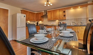 spacious-dining-kitchen-area-dg81-01