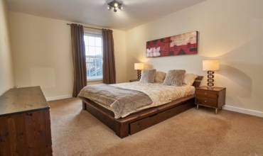 spacious-double-bedroom-dg53-01