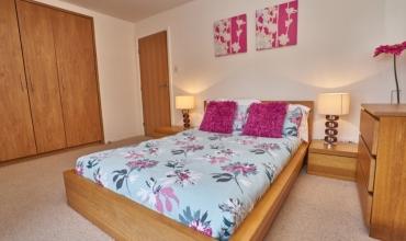 spacious-double-bedroom-edinburgh-lp249-01