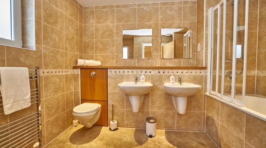 Bathroom Sinks Edinburgh twin-sink-bathroom-self-catering-edinburgh-lp228-01 - edinburgh